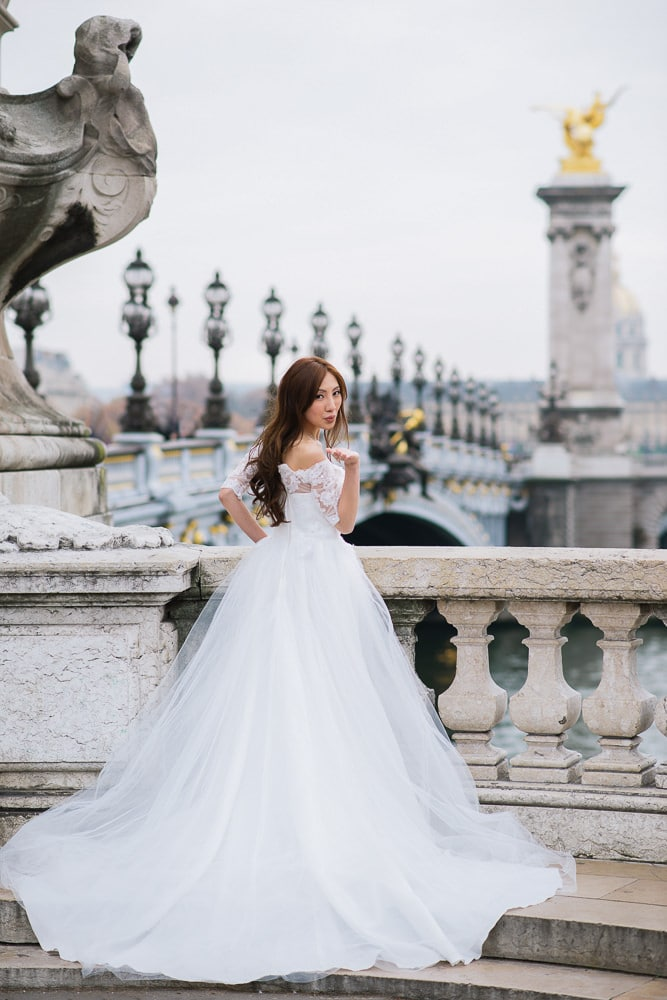 pre wedding photography paris beautiful portrait of an asian bride on the alexander 3 bridge in paris