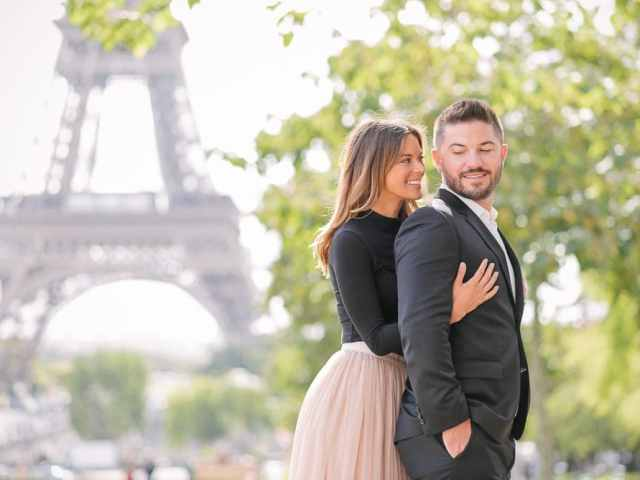 Cute and romantic portrait in Paris