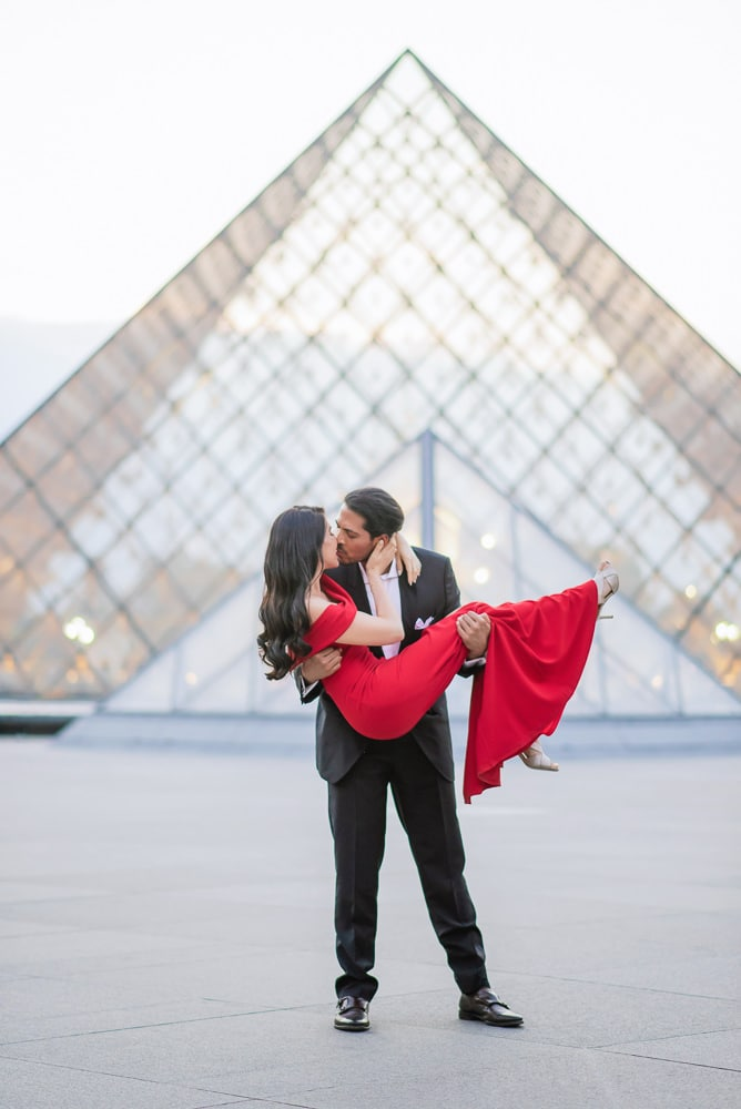 Paris engagement photographer - elegant pictures of a beautiful lady dressed in red and her fiance