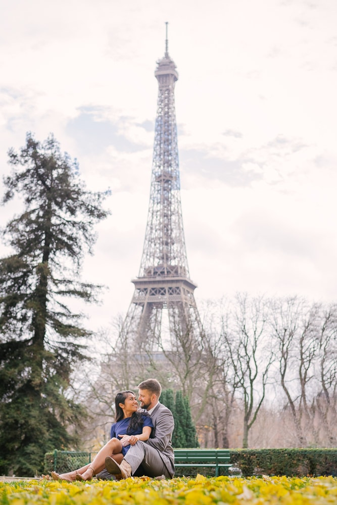 Get Perfect Wedding Anniversary Photos in Paris