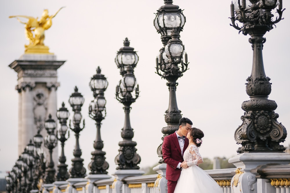 Parisian photographer - pre wedding photos on the Alexander 3 bridge