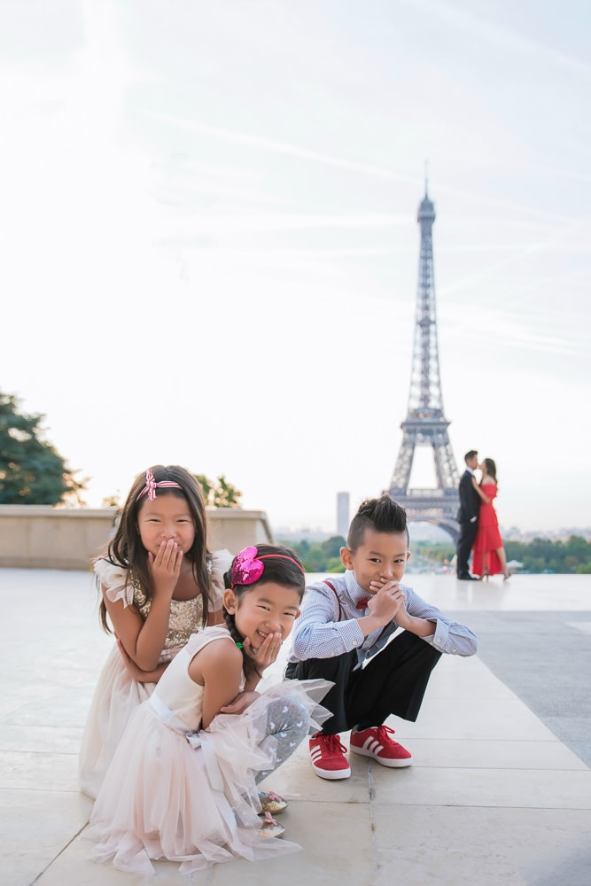 family photo shoot in paris funny picture