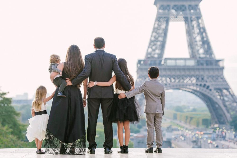 Paris photographer Eiffel Tower family