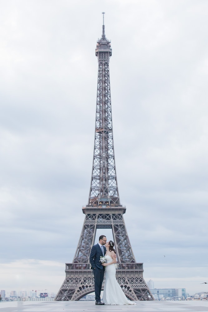 Wedding picture at Eiffel in Paris