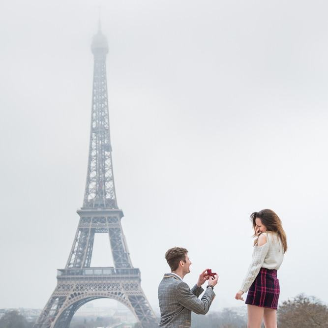 Paris proposal by the Eiffel Tower - captured by Daniel photographer in paris