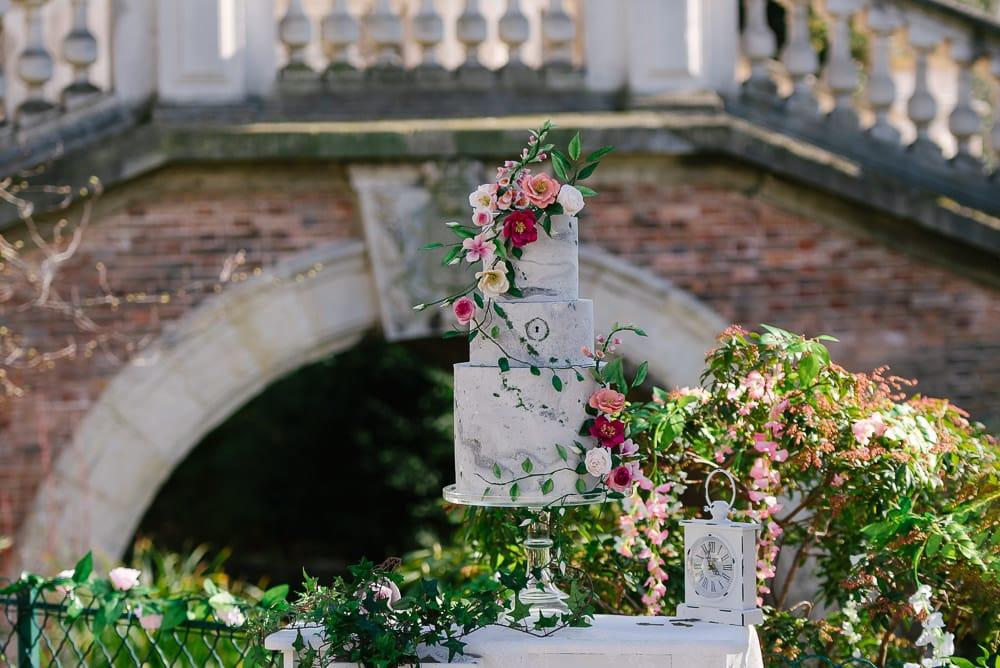 Garden inspired wedding cake in Parc Monceau Paris