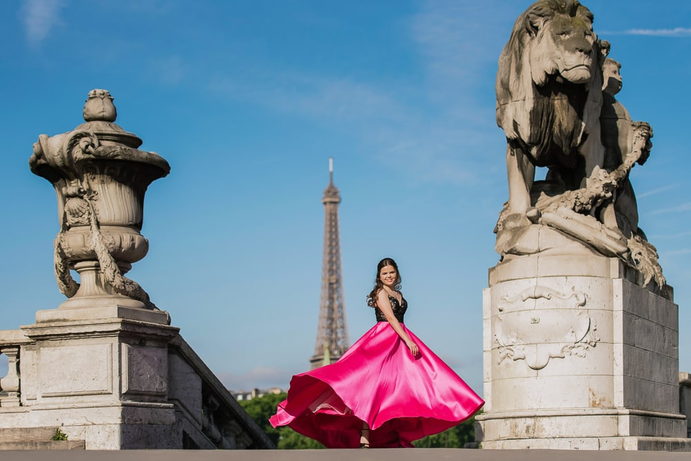 quinceanera photo shoot on the alexander 3 bridge in Paris