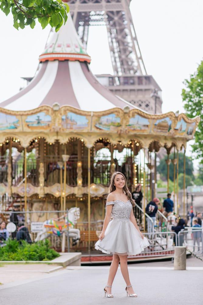 quinceanera picture ideas - carousel in Paris