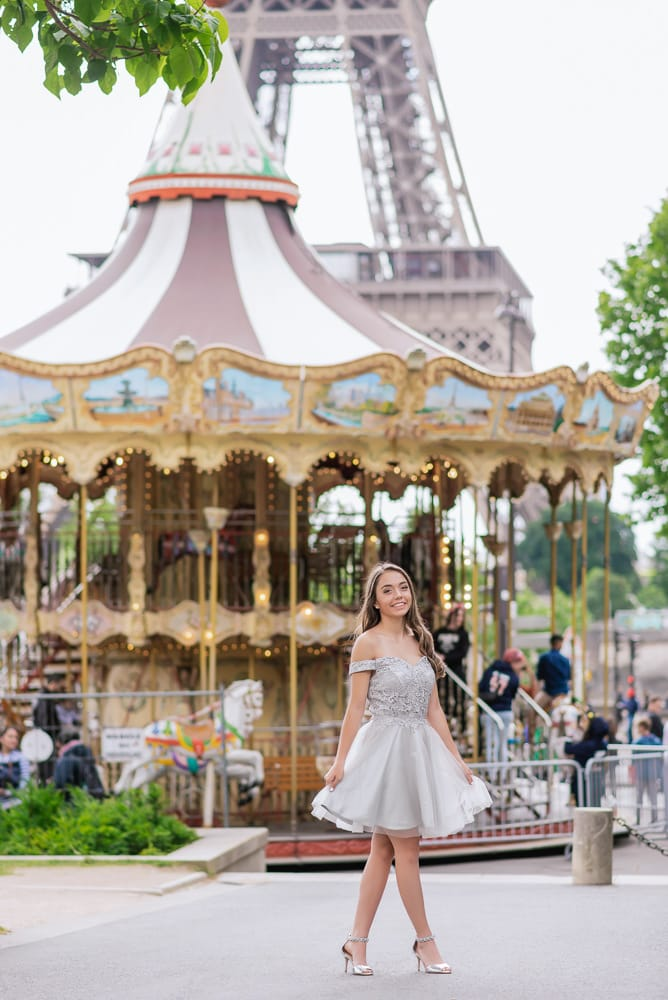 quinceanera picture ideas - carousel in Paris