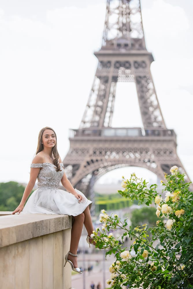 quinceanera picture ideas - yellow roses and eiffel tower