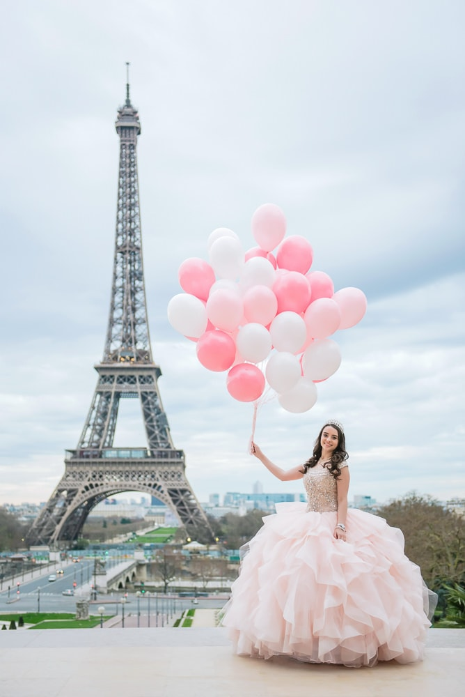 quinceanera pictures with balloons et eiffel tower