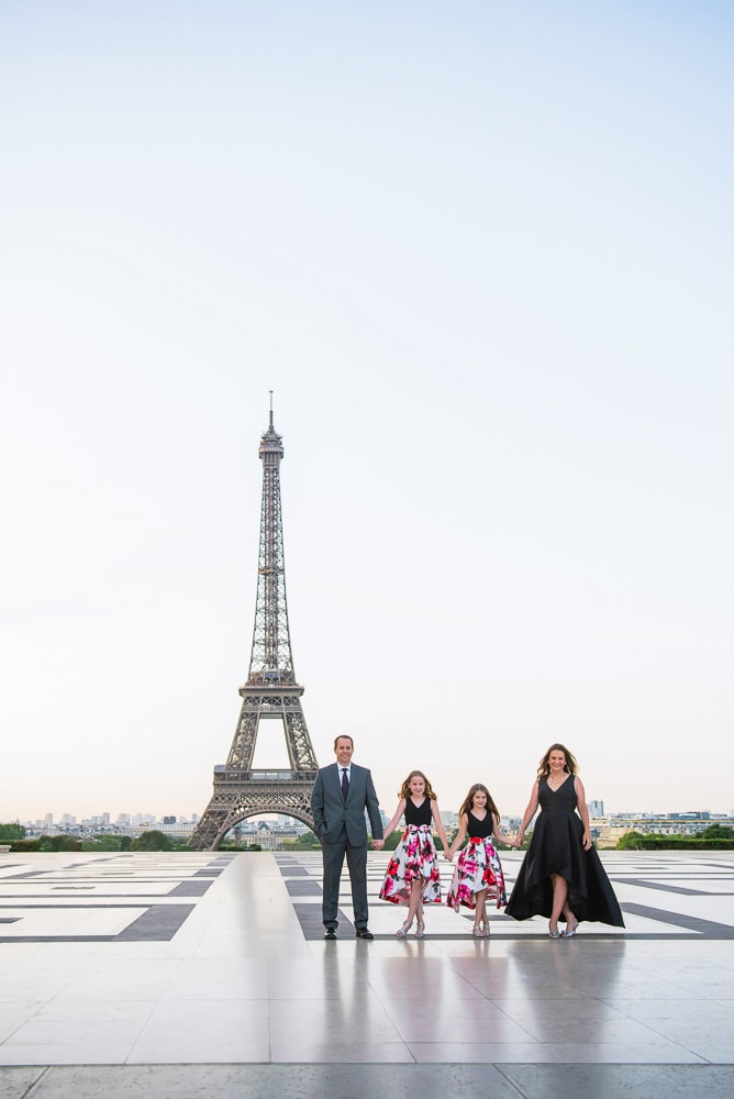 Paris family photos 2020 by the Eiffel Tower