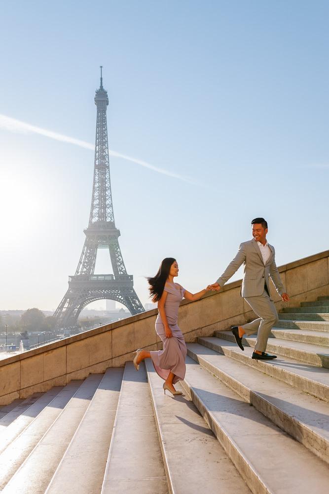 Paris photographer Pierre - Couple running on stairs Trocadero
