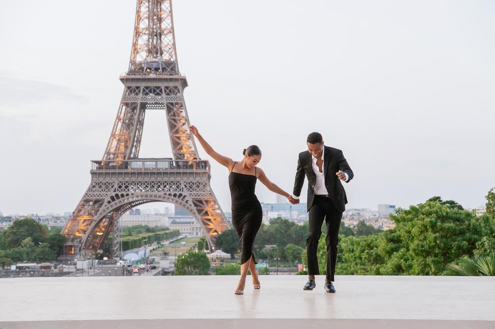Proposal in Paris Eiffel Tower captured by Pierre photographer in Paris