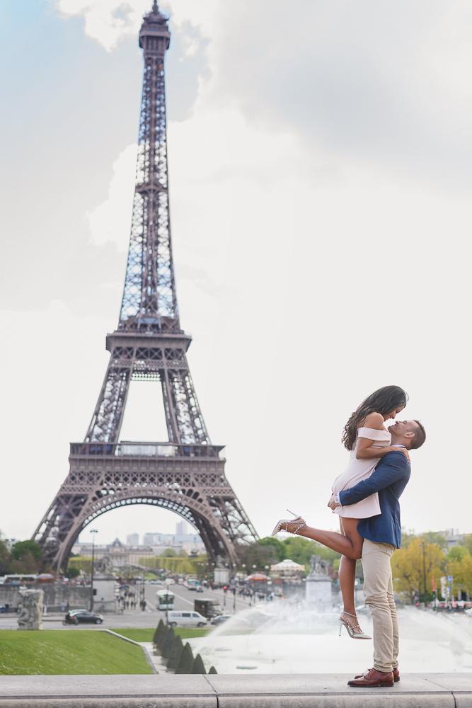 Romantic photos at Trocadero fountains