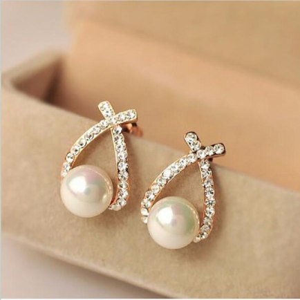 Don't the gold and crystal studs bring make these pearl earrings look amazing?