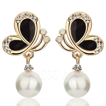 These pearl earrings look very trendy thanks to the black and gold Joker Butterfly pattern.