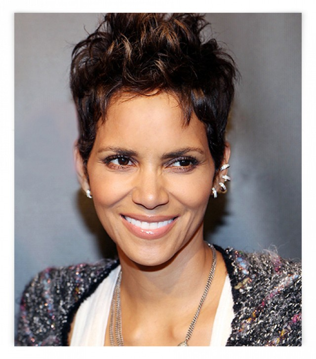 Halle Berry Wearing Mismatched Earrings