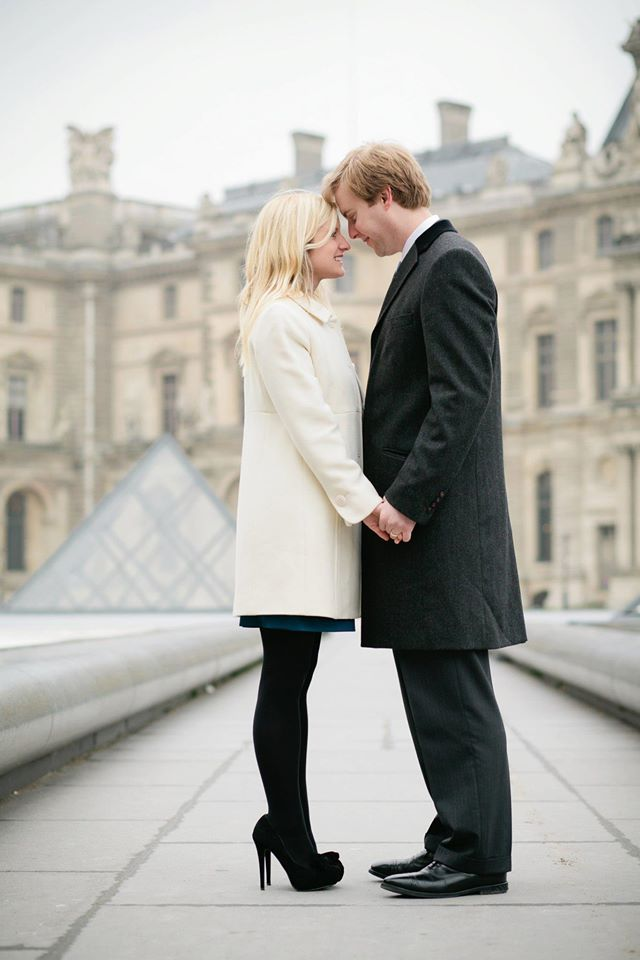 Romantic Photoshoot Louvre Paris