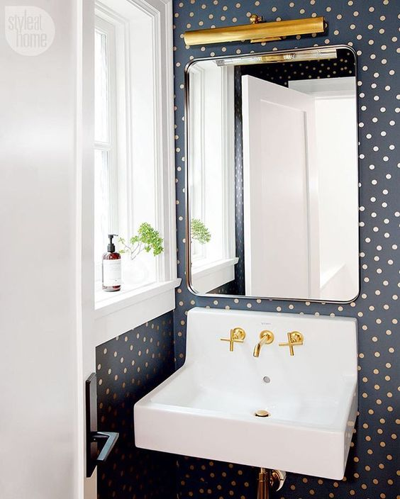 navy-polka-dot-wallpaper-bathroom