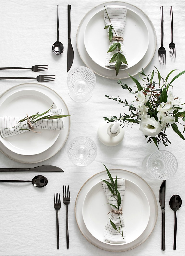 4 Flatware Trends To Dress Up Your Dinner Table The: simple table setting for lunch
