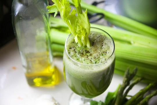 Mega Green Juice and Garlic