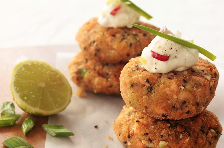 salmon fishcakes recipe - thepetitecook.com