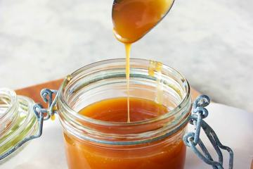 How To Make Homemade Salted Caramel Sauce - Step-by-step easy tutorial to master the delicious caramel sauce at home! recipe by thepetitecook.com