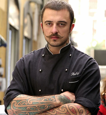 Chef Rubio travels around Italy to find the best street food. Follow his food adventures on Unti&Bisunti, Dmax.