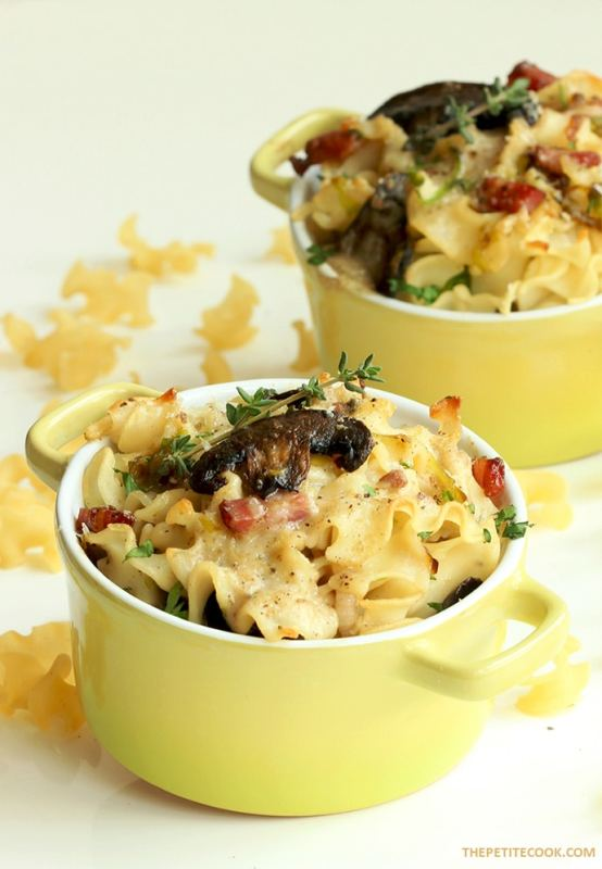 This Gluten-free Mushroom Pasta Bake with crispy pancetta and fresh herbs is the ultimate comfort food to make everyone around the table happy - Recipe from thepetitecook.com