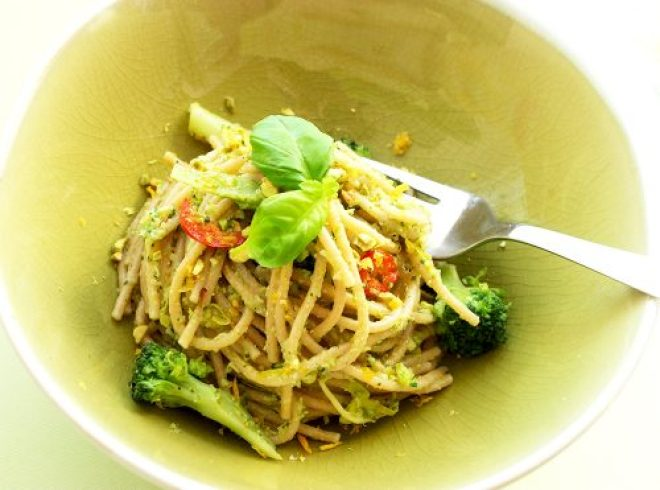 Vegan whole wheat spaghetti with Broccoli Pesto, recipe by The Petite Cook