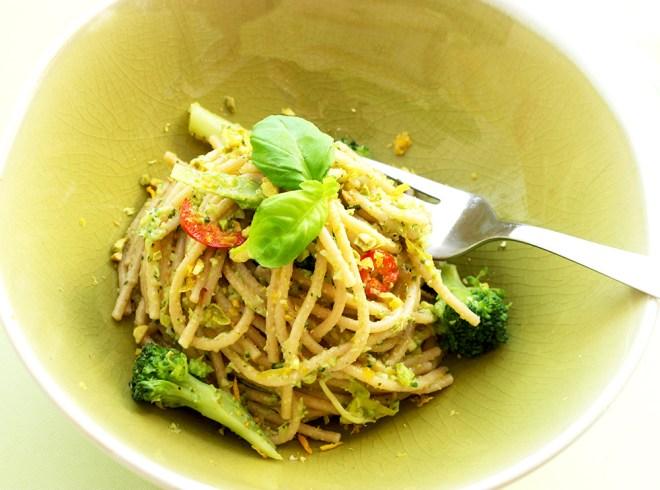 Vegan whole wheat spaghetti with Broccoli Pesto, recipe by The Petite Cook