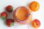 Orange Power Smoothie - Kick off the day with plenty of good nutritions with this vitamin-packed orange smoothie! Vegan - dairy free - sugar free #recipe by thepetitecook.com
