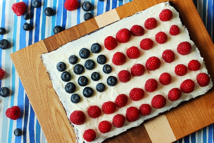 This 4th of July Brownie Tart is a quick, healthy and delicious dessert to celebrate in the most patriotic way, but it's perfect to enjoy all-year-long! Healthy low fat gluten free recipe by The Petite Cook