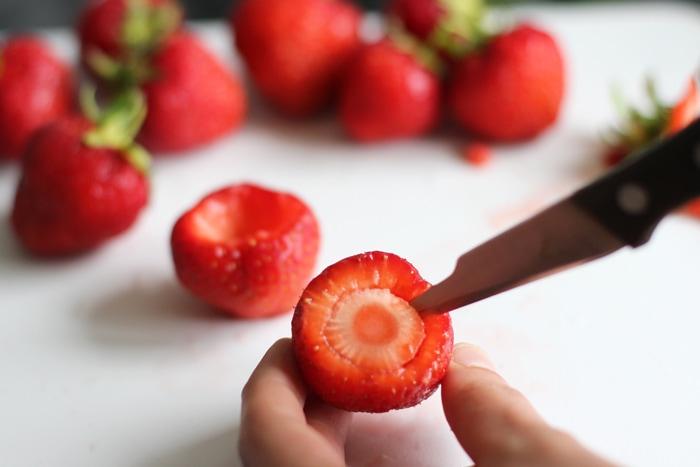 cheesecake-strawberries-prep