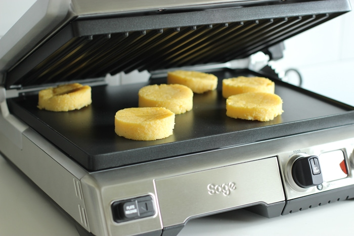 recipe step 4: grill the polenta rounds on an electric grill for 2 minutes on each side