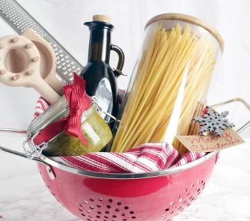 Homemade Allergy-friendly Christmas gifts guaranteed to please everyone, from the pasta lover to the chocolate obsessed foodie. Vegan, dairy-free and gluten-free options included. thepetitecook.com