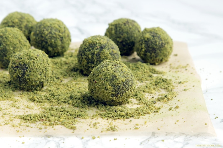 5-ingredient Matcha Orange Cocoa Truffles- A deliciously energy-packed healthy treat ready in just 10 minutes! - Vegan - Gluten-free - Dairy-free recipe from thepetitecook.com