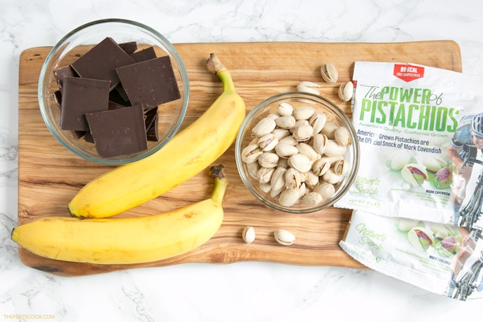 Pistachio Chocolate Banana Sushi - All you need is just 3 ingredients and 15 minutes to make this easy dessert that is naturally gluten-free, dairy-free and vegan! Recipe by thepetitecook.com