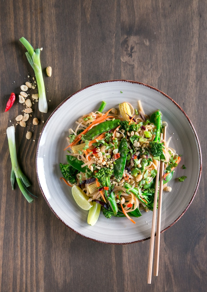 The Easiest Vegan Pad Thai EVER! Ready in less than 30min, naturally gluten-free and easy to customize with your favorite veggies! Recipe from The Petite Cook - www.thepetitecook.com