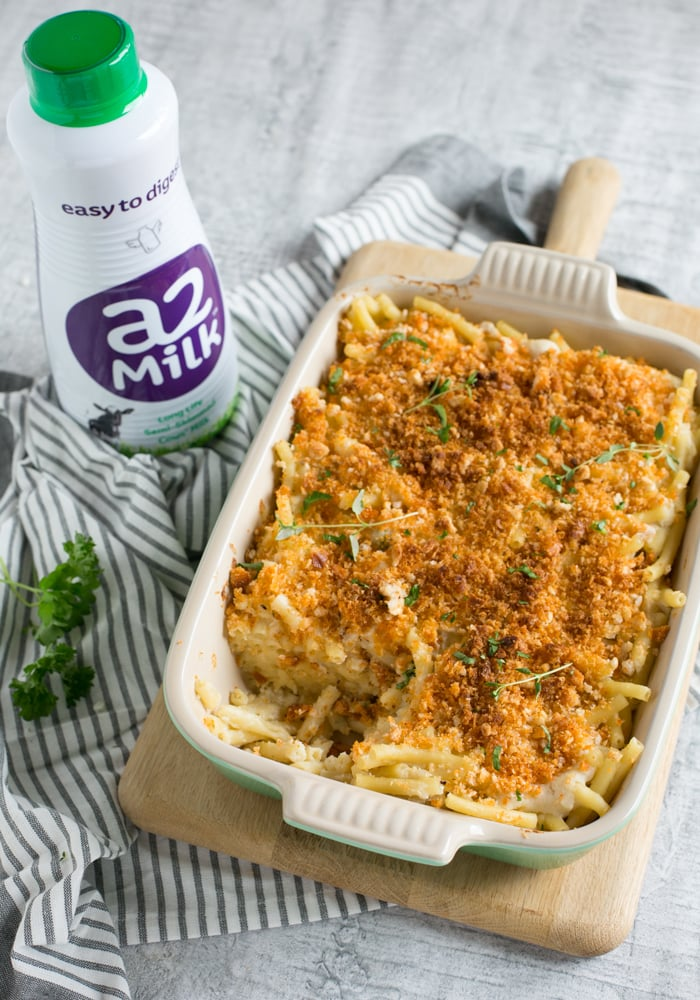 This comforting Cauliflower Mac and Cheese has all the flavour of the classic version, but it's awesomely cheese-free, lighter and packed with extra veggie goodness! Recipe by The Petite Cook