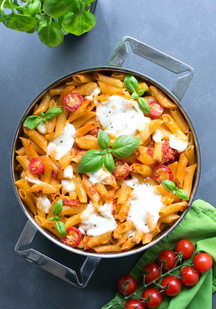 This vegetarian Caprese Pasta Bake is simple yet satisfying, great for a weeknight supper - Made with simple ingredients and ready in just 30 min! Recipe by The Petite Cook