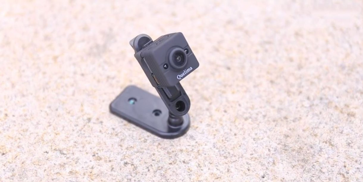 Quelima SQ12 Mini DVR Review - holder