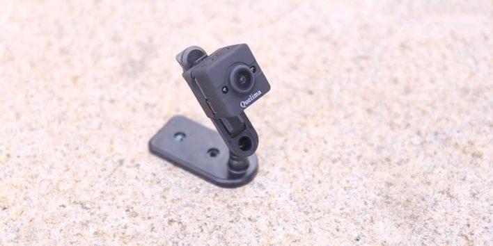 Quelima SQ12 Mini DVR Review - holder
