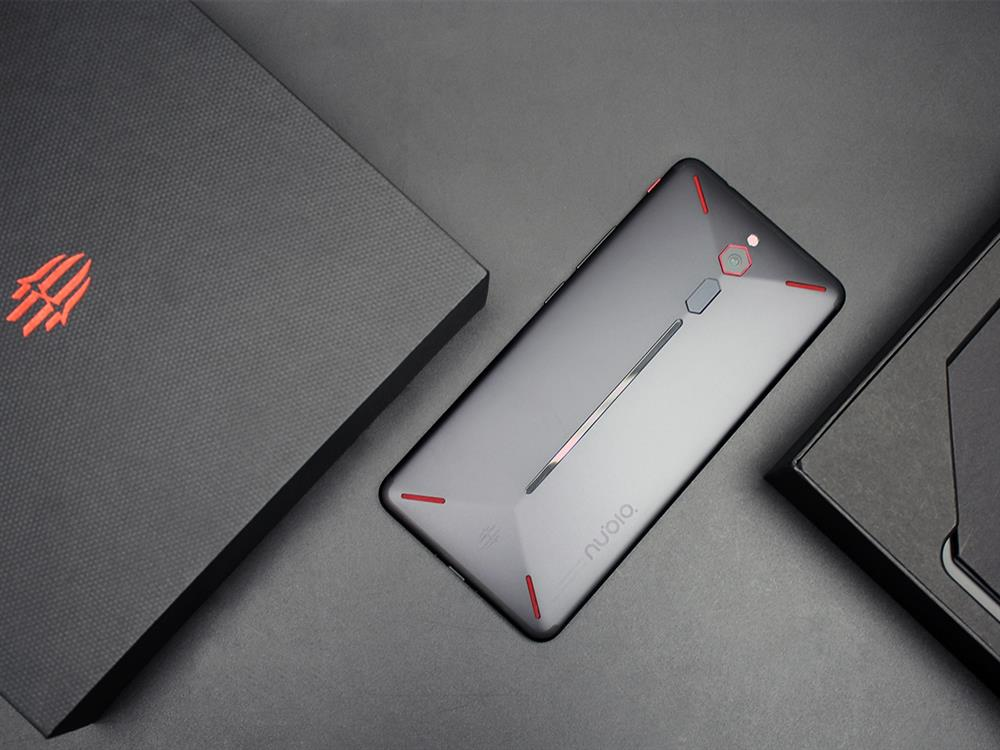 ZTE Nubia Red Magic Unboxing Review back 5