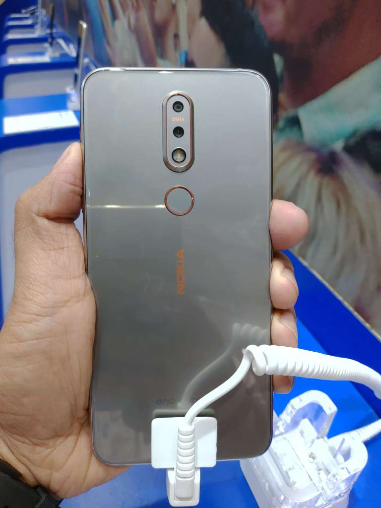 Nokia 7.1 Hands-On Review Back