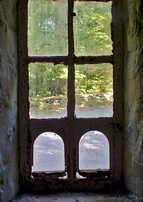 Bear's-Den-Window