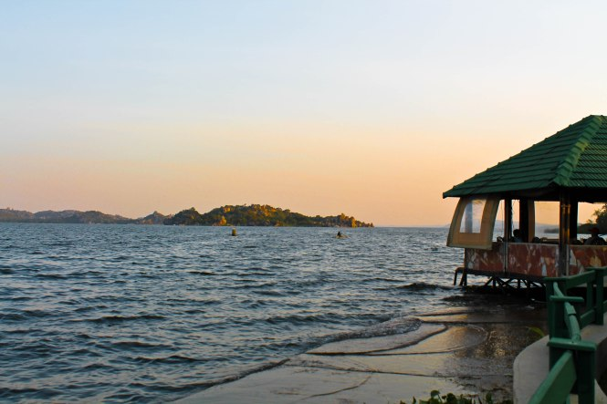 the pink backpack travel blog- mwanza, tanzania photos of sunset by lake victoria