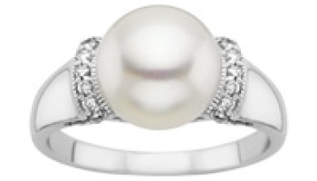 Non Traditional Engagement Rings What The Pearl Symbolizes The Pink Bride