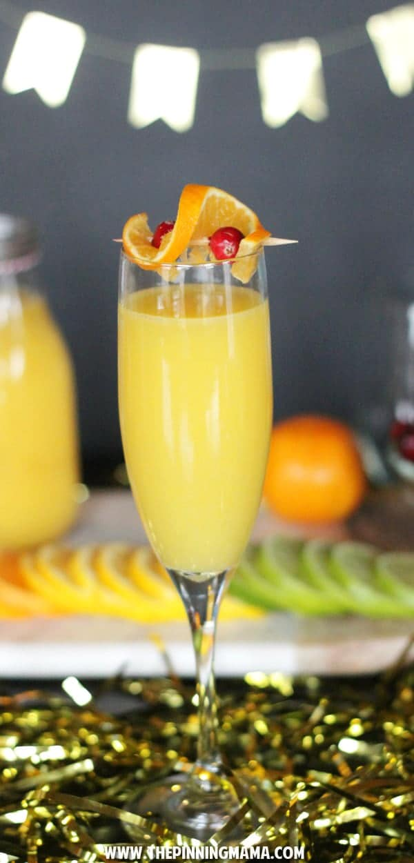 Mimosas are my favorite cocktail! With this skinny mocktail recipe, I can drink them all day long!